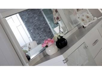Прямоугольное настенное зеркало в гостиную Мира MIRA-10 белое